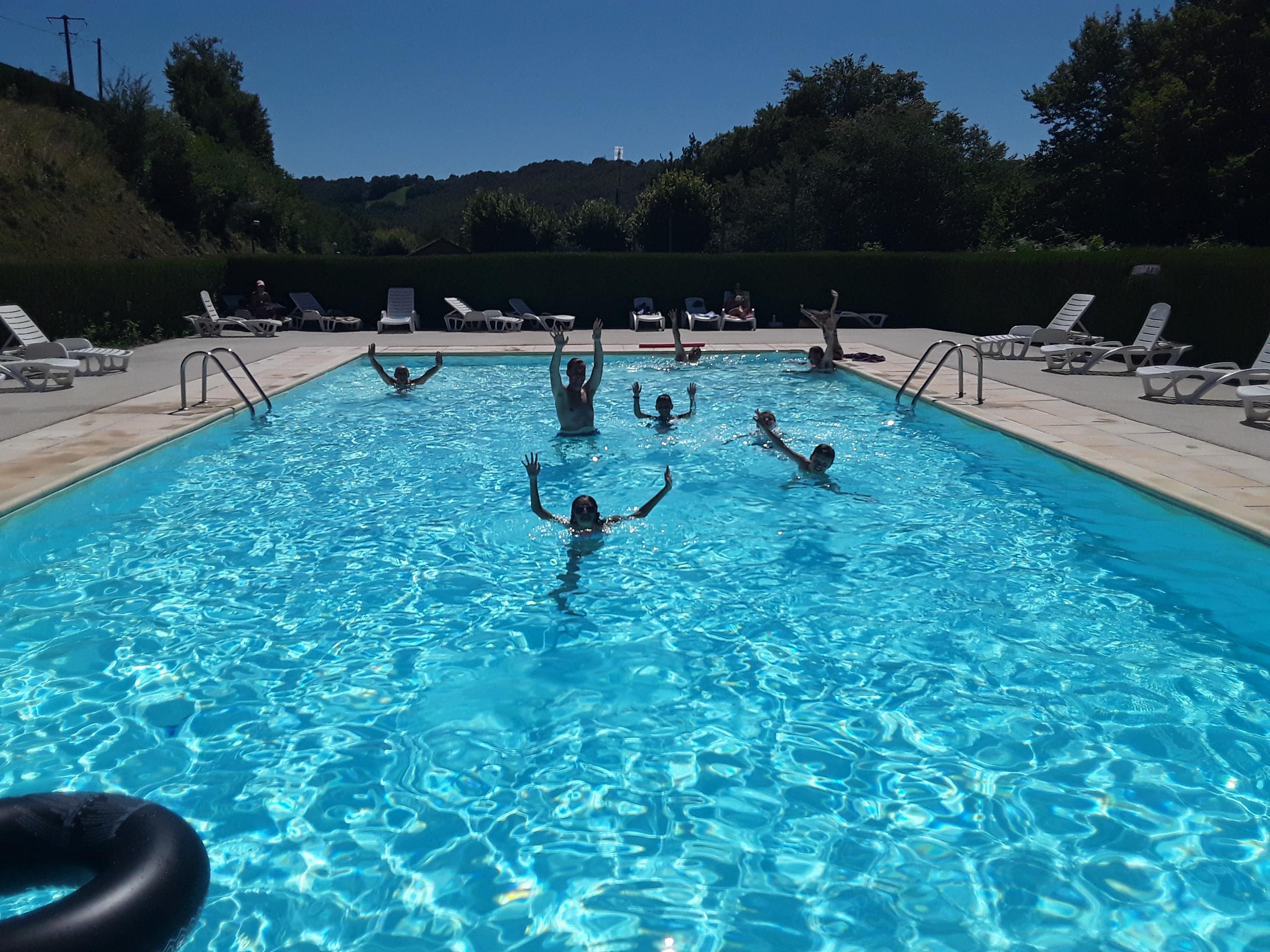 La piscine du camping la Gineste